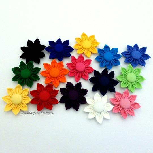 Multicolour plain flower button clips